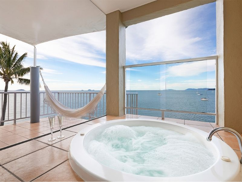 A private spa on a balcony at the Coral Sea Resort Hotel overlooking the ocean